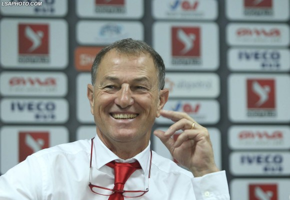 Traineri i ekipit Kombetar Shqiptar Gianni De Biasi, duke folur gjate nje konference shtypi, ku ka shpallur listen e lojtareve qe do te kete ne dispozicion per ndeshjen me Francen.	/r/n/r/nNational team coach of Albania, Gianni De Biasi, speaks during a press conference, where he announced list of players that will be available for the match with Franca.