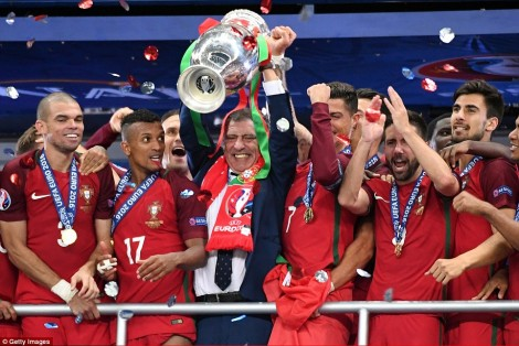 362640C800000578-3684274-Portugal_are_celebrating_their_first_ever_major_title_after_year-a-124_1468241691034