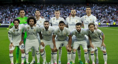 MADRID, SPAIN - APRIL 18: Real madrid CF line up prior to start the UEFA Champions League Quarter Final second leg match between Real Madrid CF and FC Bayern Muenchen at Estadio Santiago Bernabeu on April 18, 2017 in Madrid, Spain.  (Photo by Gonzalo Arroyo Moreno/Getty Images)
