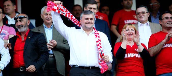 Skënderbeu i ri   Korça përçahet për ndryshimin  Tifozët ndahen për lëvizjen e re
