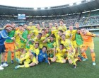 epa06752906 Chievo's players celebrate after the Italian Serie A soccer match Chievo Verona Football Club vs Benevento Calcio  at Bentegodi stadium in Verona, Italy, 20 May 2018.  EPA-EFE/Filippo Venezia