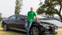 thumbnail-socceroo-star-mark-bresciano-with-his-hyundai-gen12hynk