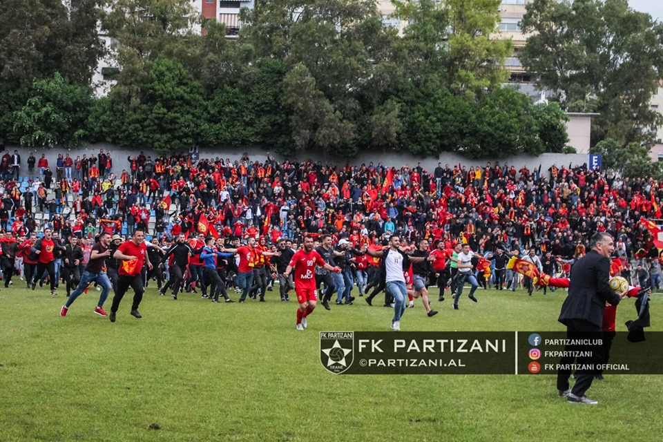 festa partizani tifozet ne fushe