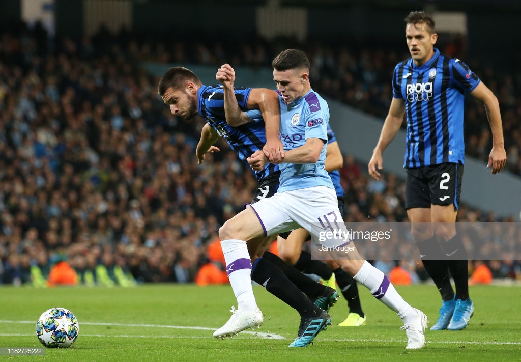 MANCHESTER, ENGLAND - OCTOBER 22: Phil Foden of Manchester City battles for possession with Berat Djimsiti of Atalanta during the UEFA Champions League group C match between Manchester City and Atalanta at Etihad Stadium on October 22, 2019 in Manchester, United Kingdom. (Photo by Jan Kruger/Getty Images)