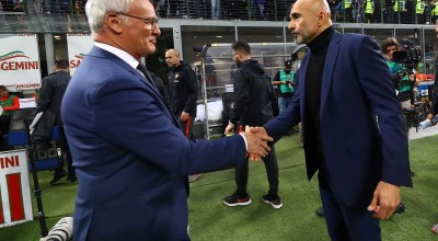 MILAN, ITALY - APRIL 20:  Head coach of FC Internazionale Luciano Spalletti (R) shakes hands with head coach of  AS Roma Claudio Ranieri before the Serie A match between FC Internazionale and AS Roma at Stadio Giuseppe Meazza on April 20, 2019 in Milan, Italy.  (Photo by Marco Luzzani - Inter/Inter via Getty Images)