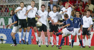 eddie-lewis-free-kick-usmnt-germany-2002-world-cup