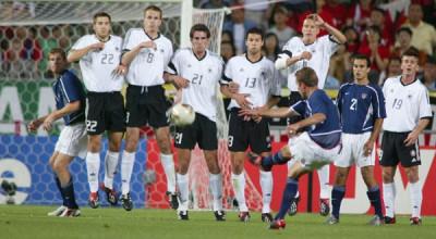 eddie-lewis-free-kick-usmnt-germany-2002-world-cup