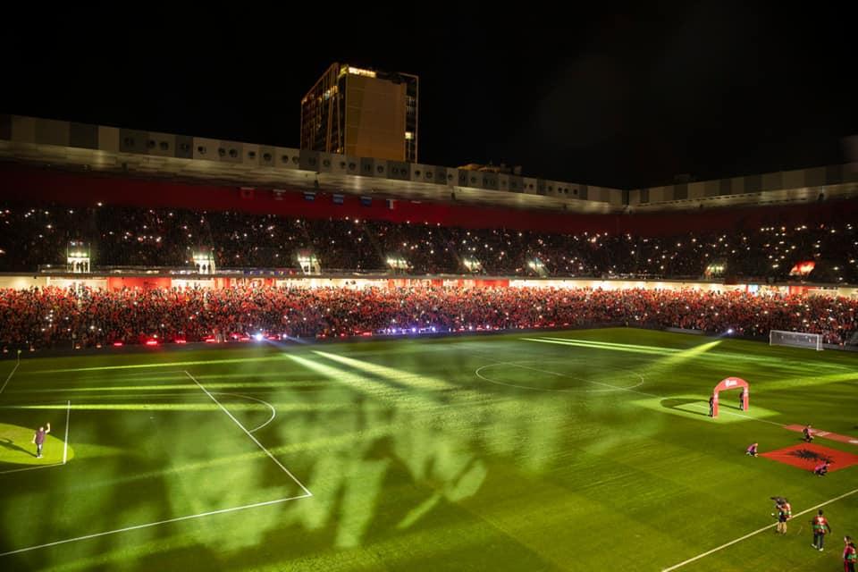 stadiumi arena kombetare tifozet