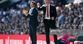 LIVERPOOL, ENGLAND - APRIL 21:  Ole Gunnar Solskjaer, Manager of Manchester United and Marco Silva, Manager of Everton give instructions during the Premier League match between Everton FC and Manchester United at Goodison Park on April 21, 2019 in Liverpool, United Kingdom. (Photo by Jan Kruger/Getty Images)
