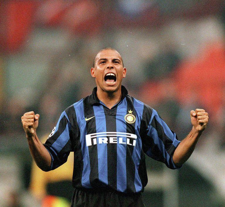 Champions_League_1998-99_-_Inter_vs_Spartak_Mosca_-_Ronaldo
