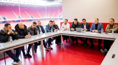 Federata-e-Futbollit-diskuton-me-klubet-për-organizimin-e-kampionateve-të-reja-U-13-dhe-U-21-6-1024x684