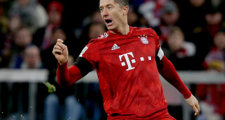 MUNICH, GERMANY - FEBRUARY 9: Robert Lewandowski of Bayern Munchen  during the German Bundesliga  match between Bayern Munchen v Schalke 04 at the Allianz Arena on February 9, 2019 in Munich Germany (Photo by Rico Brouwer/Soccrates/Getty Images)