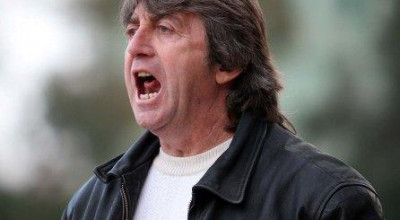 Traineri i ekipit te Teutes, gjate ndeshjes se futbollit, Dinamo-Teuta e Durresit, e vlefshme per Kampionatin Kombetar, e luajtur ne stadiumin Selman Stermasi.