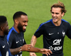 France's forward Antoine Griezmann (R) jokes with France's forward Alexandre Lacazette during a training session in Clairefontaine-en-Yvelines on June 5, 2017 as part of the team's preparation for the upcoming WC 2018 qualifiers against Sweden on June 9. / AFP PHOTO / FRANCK FIFE        (Photo credit should read FRANCK FIFE/AFP/Getty Images)