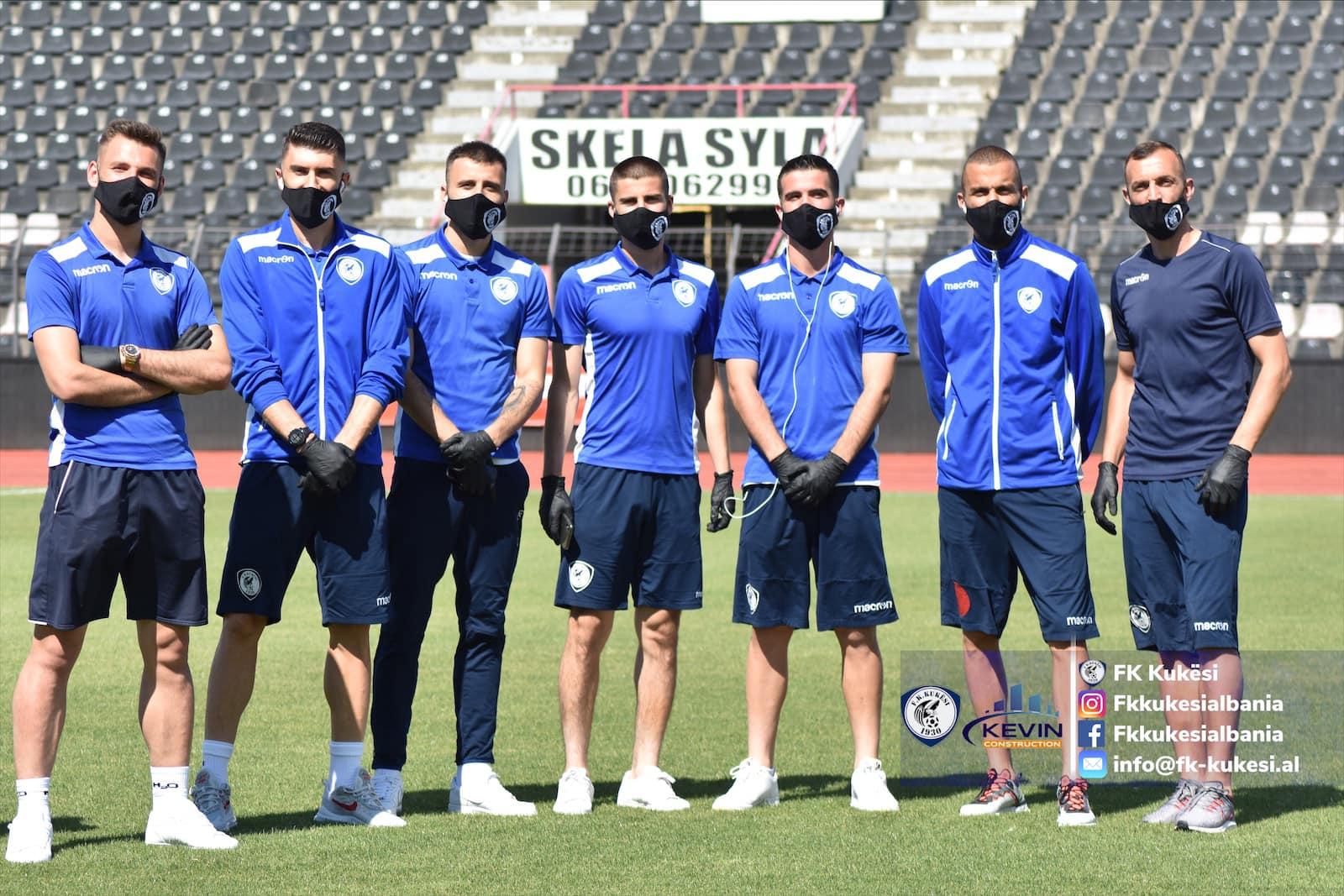 Kukesi lojtaret me maska