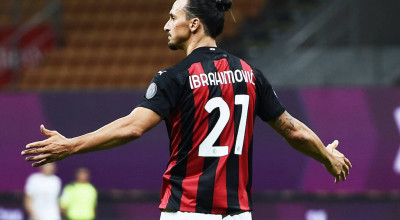 200801 Zlatan Ibrahimovic of Milan celebrates during the Serie A match between Milan and Cagliari on August 1, 2020 in