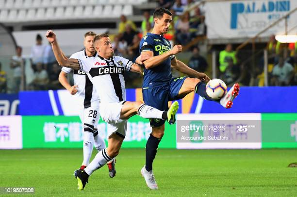 PARMA, ITALY - AUGUST 19: Kevin Lasagna (R) of Udinese Calcio competes for the ball with Simone Iacoponi of Parma Calcio during the serie A match between Parma Calcio and Udinese at Stadio Ennio Tardini on August 19, 2018 in Parma, Italy. (Photo by Alessandro Sabattini/Getty Images)