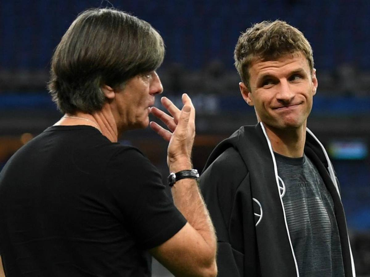 joachim-low-and-thomas-muller-croppedy8nwpl85jj1s19d4sh1ygy2xtjpg
