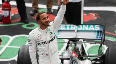 AUTODROMO HERMANOS RODRIGUEZ, MEXICO - OCTOBER 28: Lewis Hamilton, Mercedes AMG F1, celebrates after securing his 5th world drivers title during the Mexican GP at Autodromo Hermanos Rodriguez on October 28, 2018 in Autodromo Hermanos Rodriguez, Mexico. (Photo by Joe Portlock / LAT Images)