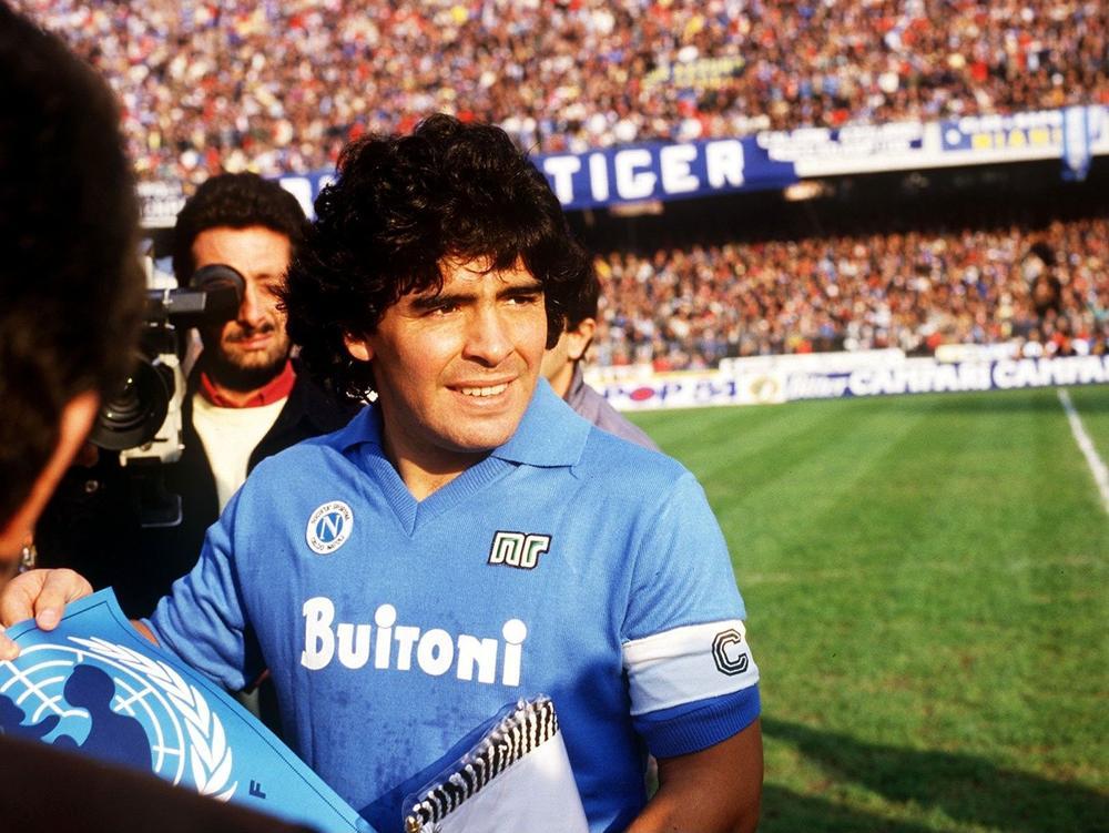 3233080-Maradona_Napoli