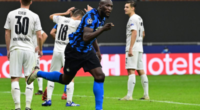 Inter Milan's Belgian forward Romelu Lukaku celebrates scoring his team's second goal during the UEFA Champions League first round first leg, group B, football match between Inter Milan and Borussia Moenchengladbach's , at the San Siro stadium in Milan, on October 21, 2020. (Photo by MIGUEL MEDINA / AFP) (Photo by MIGUEL MEDINA/AFP via Getty Images)