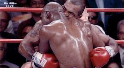 Mike-Tyson-vs-Evander-Holyfield