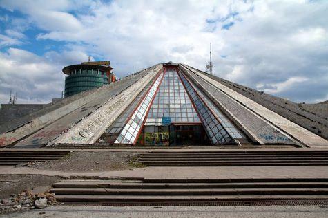 Pamja e jashtme dhe e brendshme e Piramidës