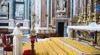 Papa gjate lutjeve