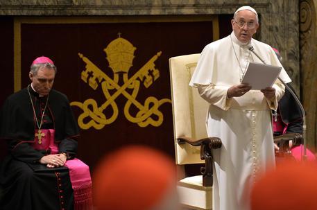 papa-francesku-kritika-prifterinjve-15-semundjet-qe-rrezikojne-cdo-kishe