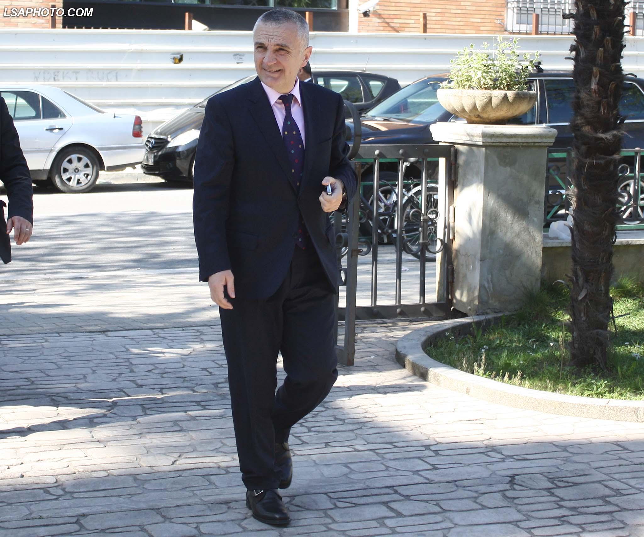Kryetari i Kuvendit, Ilir Meta, duke hyre ne seline e Partise Socialiste, ne nje takim te organizuar nga kryeministri Edi Rama me aleatet e koalicionit te majte, ku kane diskutuar per kandidatet ne zgjedhjet lokale te 21 qershorit