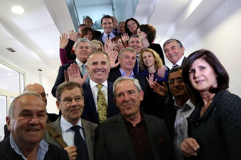 Erion Veliaj poston ne rrjete sociale foto me punonjesit e Këshillit Kombëtar të Punës. Takimi i fundit me ta si minister