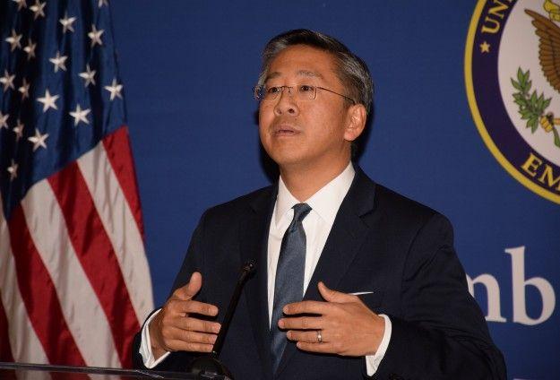 Ambasadori amerikan flet me emra konkrete: Ja kush i trembet reformës në drejtësi