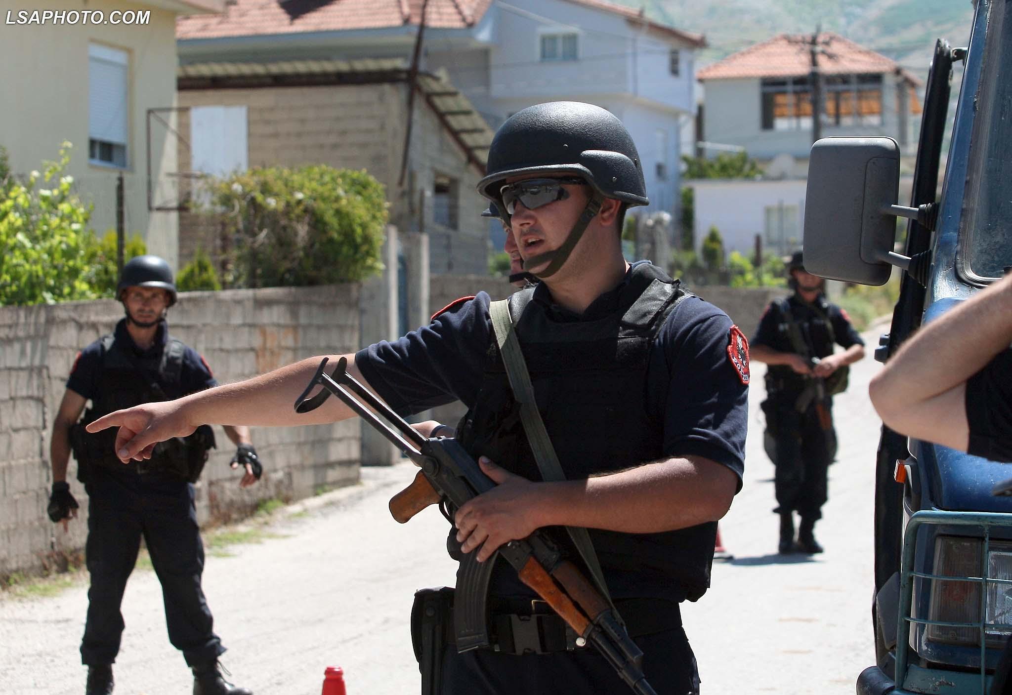 Forca policie te FNSH dhe forcat RENEA