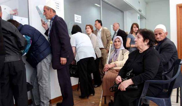 Falsifikuan moshën për të marrë pension para kohe, procedim penal 19 personave