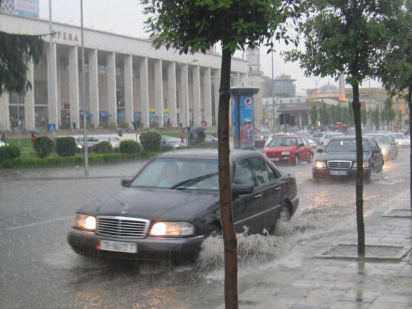 Reshje ne Tirane/Arkiv