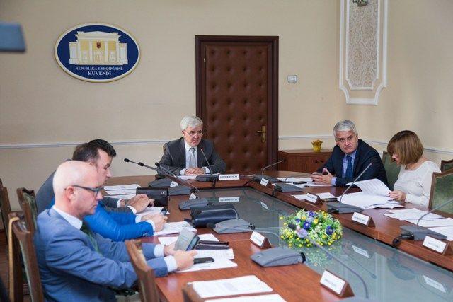 DEBATI/ Maxhoranca rrëzon kushtin e PD për komisionet hetimore