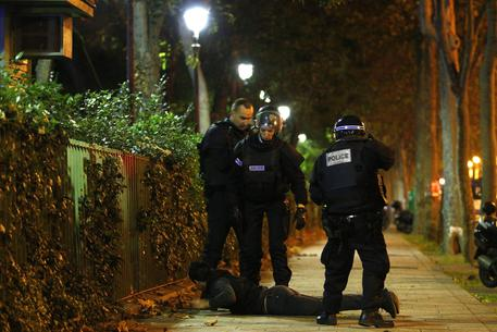 epa05023949 French Policemen control parisians outside the scene of a hostage situation at the Bataclan theatre in Paris, France, 13 November 2015. Dozens of people have been killed in a series of attacks in the French capital Paris, with a hostage-taking also reported at a concert hall.  EPA/YOAN VALAT