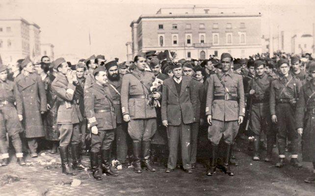 Enver Hoxha ne diten e Clirimit te Tiranes