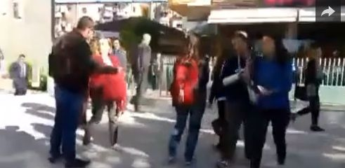 Momente nga video ku studentet gjuajne Ramen me veze