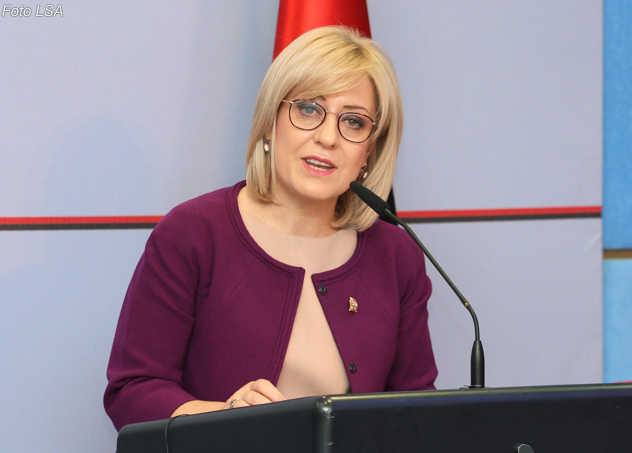 Ministria e Arsimit hap sërish aplikimet për universitet. Ja datat