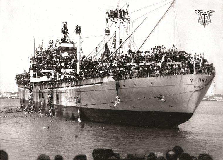 Eksodi biblik, Porti i Durrësit para 25 vitesh në fotografi