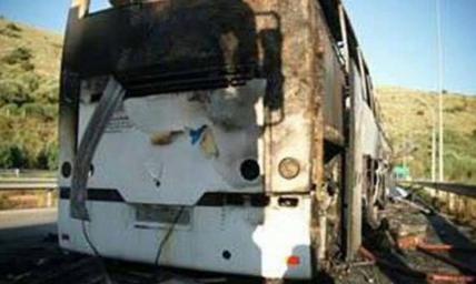 Digjet në Greqi autobusi me emigrantë shqiptarë (FOTO)