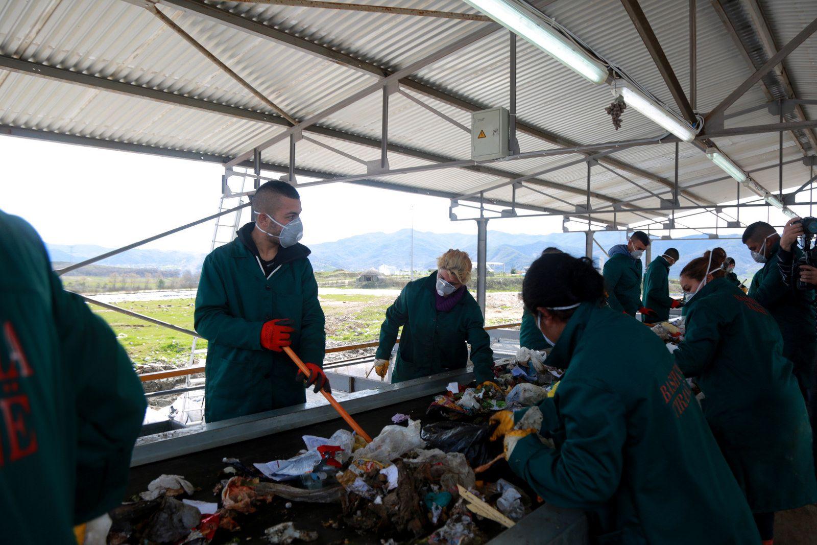 Nis projekti i landfillit të Sharrës, punësohen 450 vetë nga komuniteti rom
