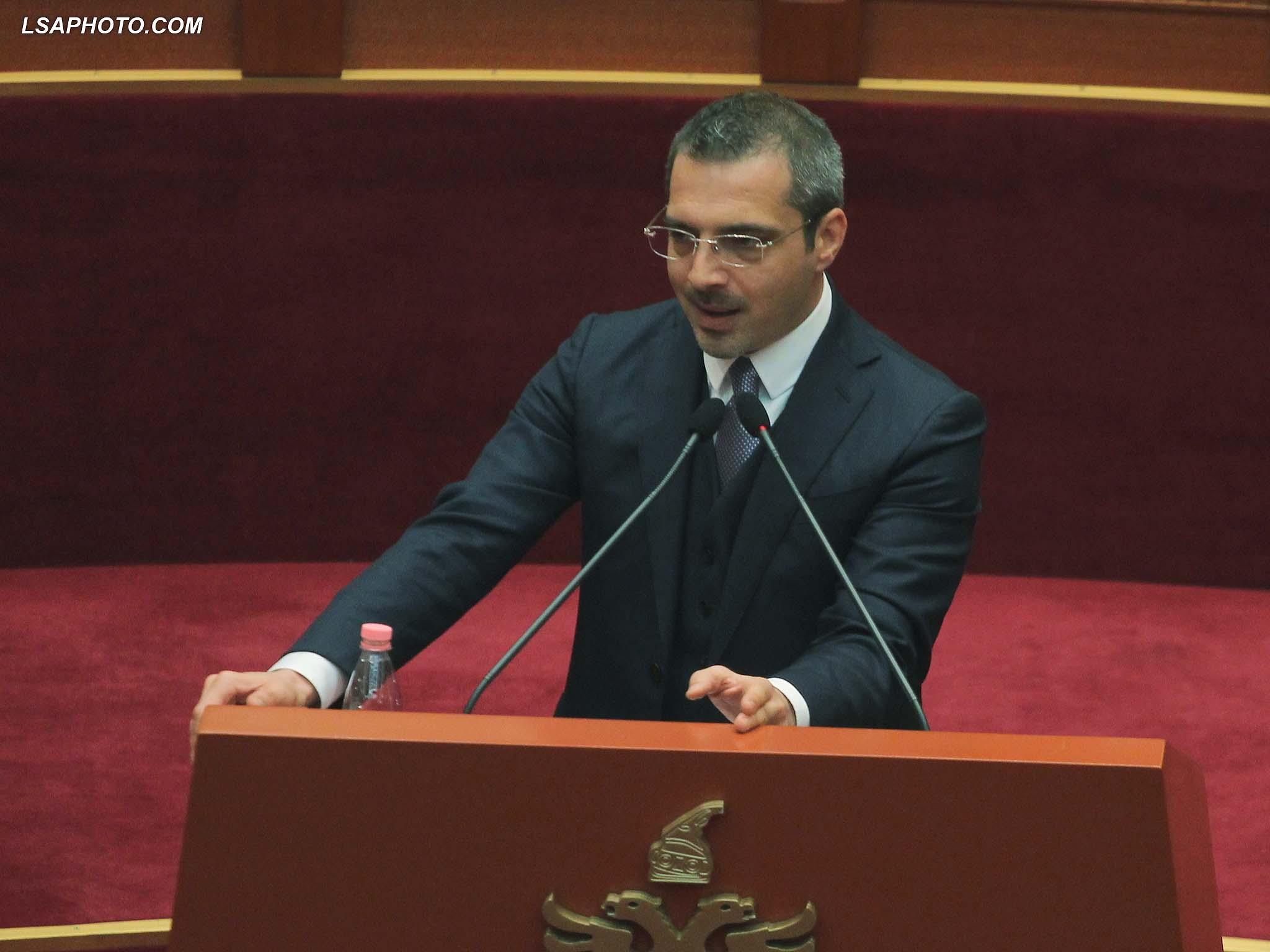 Ministri i Brendshem, Saimir Tahiri, duke folur gjate nje seance parlamentare3