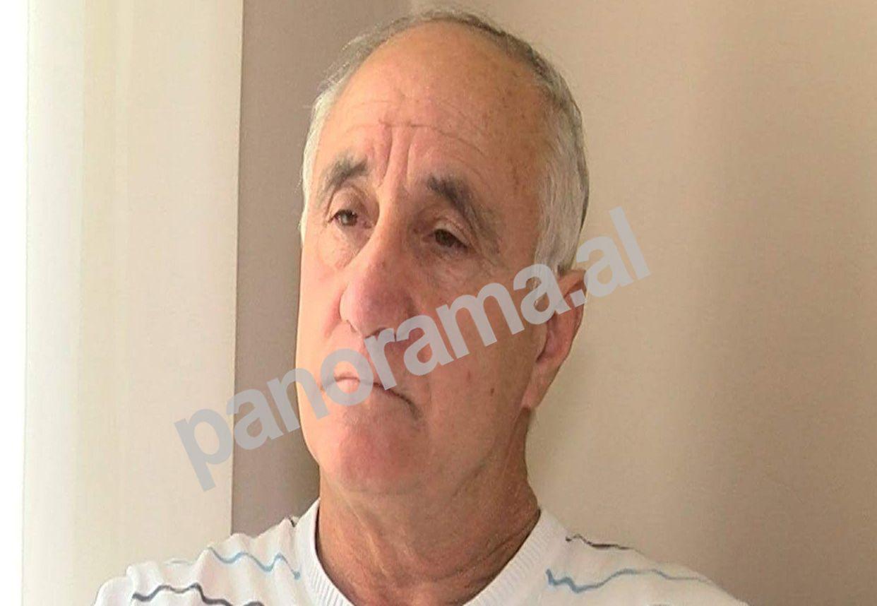 """Agim Kashi duke folur për gazetën """"Panorama"""""""
