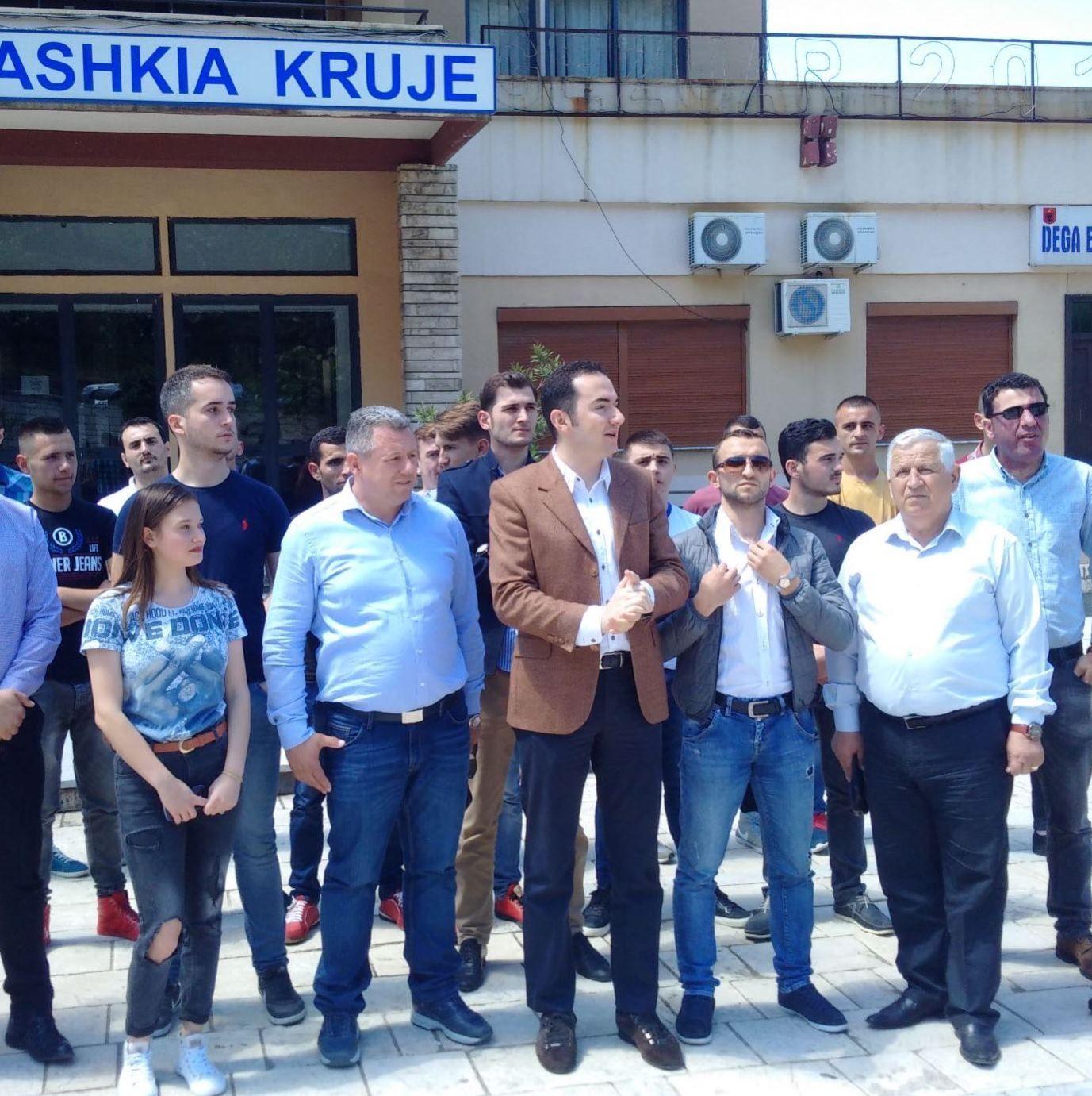 PD protestë në Krujë, kërkon largimin e kryebashkiakut Bushi