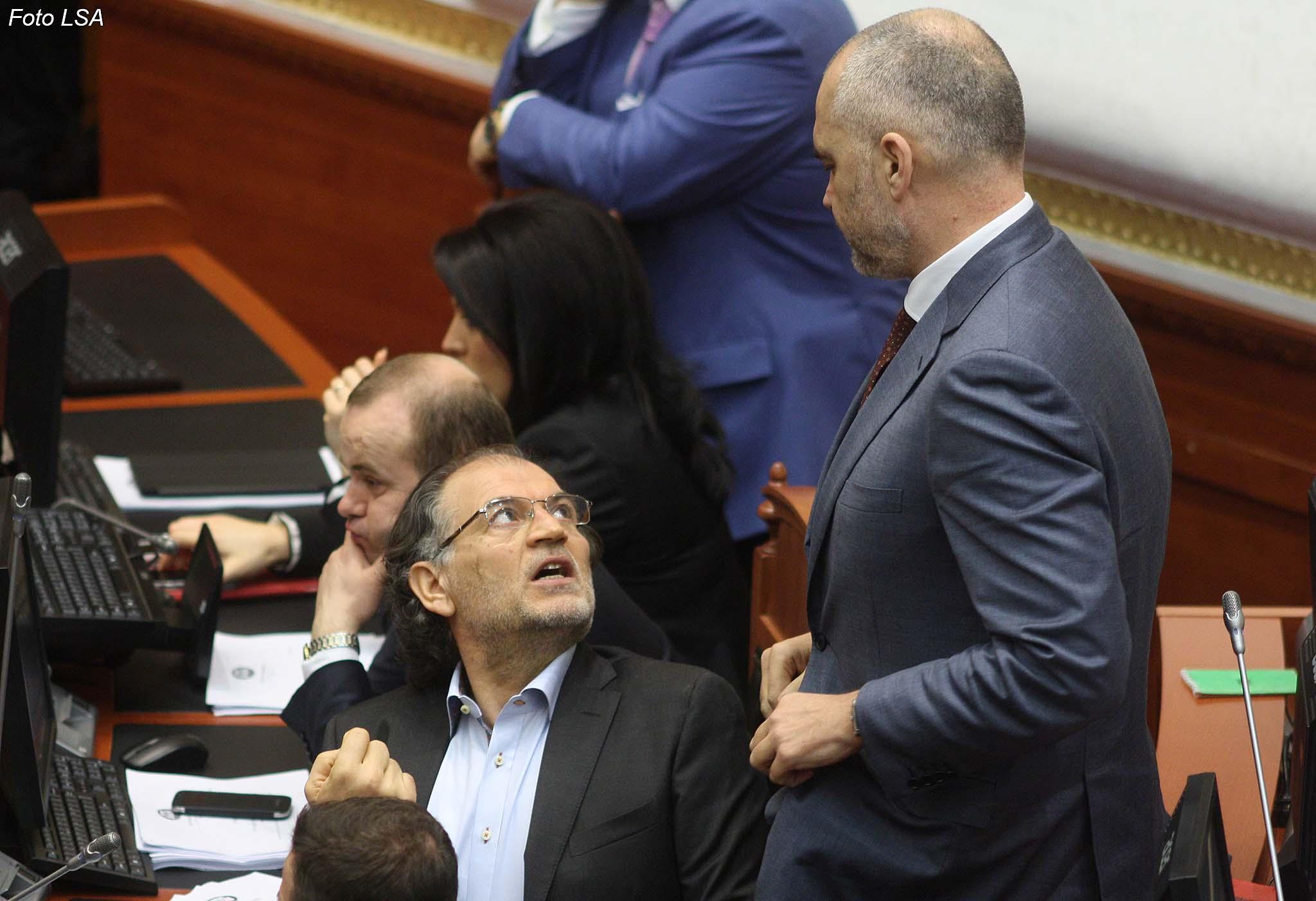 Rama po i bën presion Kushtetueses për të shpëtuar Koço Kokëdhimën
