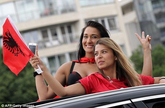 1466013280080_lc_galleryImage_Albania_s_supporters_chee