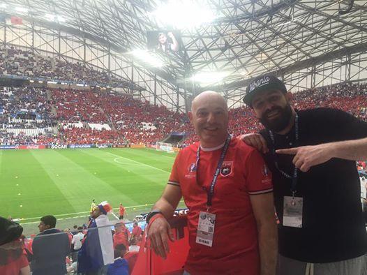Gazetari Blendi Fevziu ne stadium per ndeshjen Francë-Shqipëri