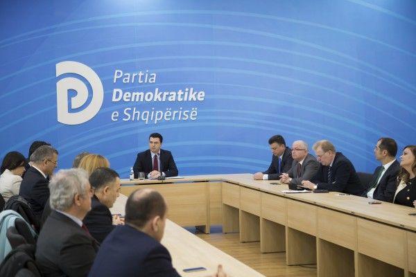 Foto-nga-mbledhja-e-Grupit-Parlamentar-te-PD-e1453126823827